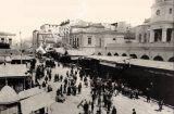 Αριστοκράτες και λαϊκοί μαζί για γαλοπούλα στην οδό Αθηνάς!