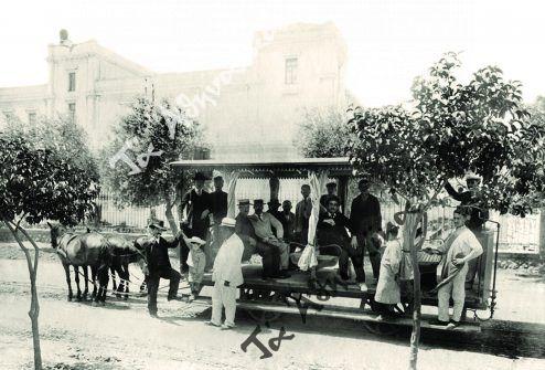 Ιππήλατο τραμ σε δρόμο των Αθηνων, αρχές 20ού αιώνα