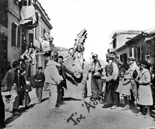 Η αποκριάτικη γκαμήλα σε δρόμο των Αθηνών αρχές 20ού αιώνος