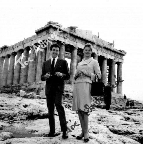 Η Μαρίνα Βλαντύ και ο Ζαν Πιερ Κασέλ κατά την επίσκεψή τους στην Ακρόπολη.